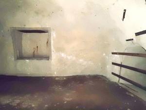 赤山地下壕跡の血痕
