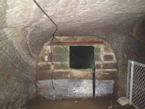 赤山地下壕跡内部