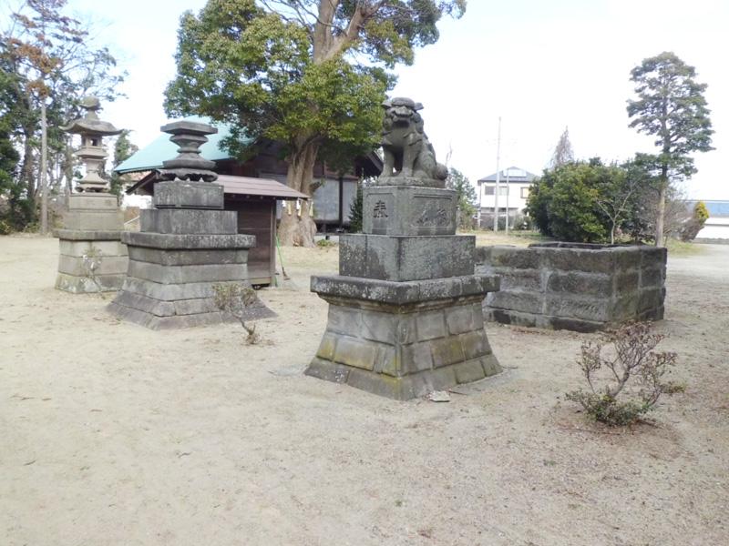 飯野神社の石灯篭