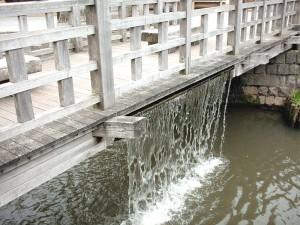 ジャージャー橋の落水