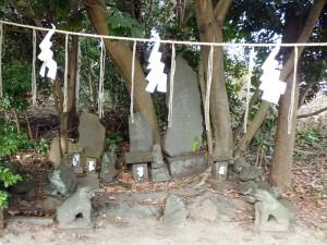 飯野神社の石祠や石仏