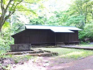 松平家廟所拝殿