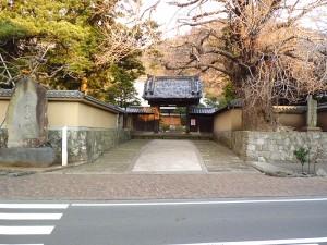 霊山寺山門
