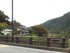 現在の三枚橋の上