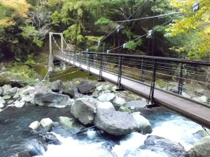 堂ヶ島渓谷遊歩道の吊橋