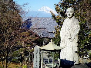 本立寺の江川担庵像