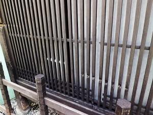 新撰組も奮戦した京町通りにある魚三楼の弾痕