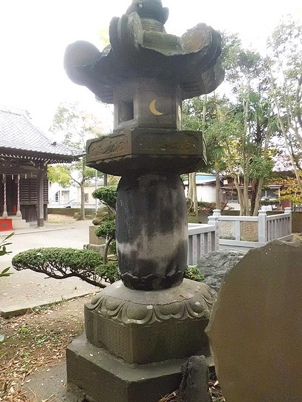 To KAZUSA林忠英寄進の石燈籠-日枝神社