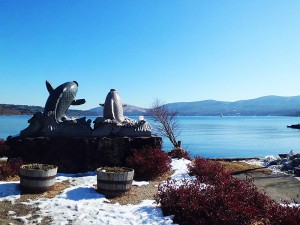 山中湖の奉納鯉の碑