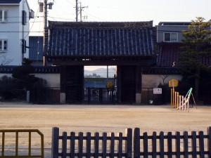 大樹寺総門から臨む岡崎城