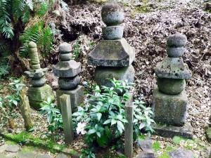 於比佐の方・於久の方と松平忠政・碓井姫・矢田姫の墓