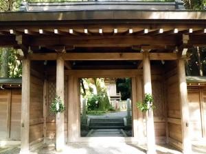 産湯井戸の門