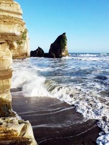 御宿岩和田の大波月海岸