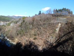 白山橋から臨む高遠城址公園
