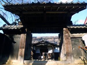 高遠藩の藩校進徳館の門