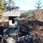 藤沢城頂上の石祠